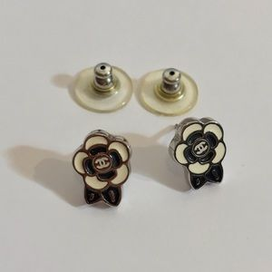💵Final💵 Auth CHANEL Camellia CC Earrings Stamped